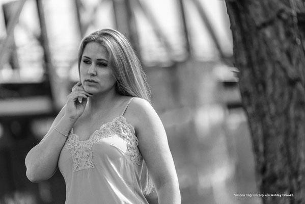 Fashion on a bridge. Model: Victoria