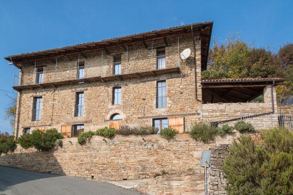 Ein herrschaftliches Haus mit tollem Blick über das Dorf und Tal