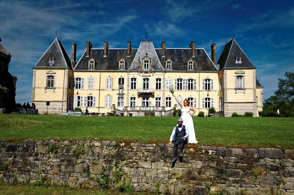 Mariage C&B - Photo de couple - Chateau de Saint-Loup Nantouard - Haute-Saône