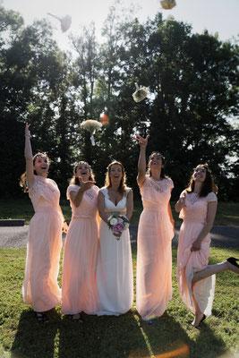 Mariage A&B - La mariée et ses demoiselles d'honneur - Chateau de Clairvans - Chamblay - Jura