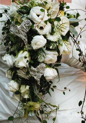 abfießender, dekorativer Brautstrauß