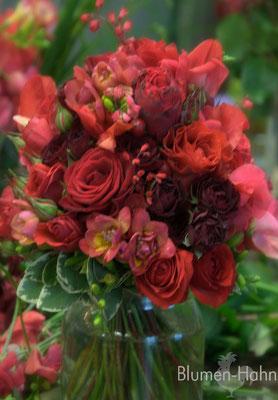 Brautstrauß in rot Tönen