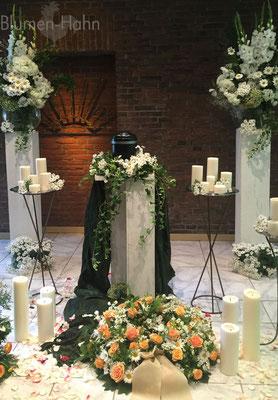 Urnen-Trauerfeier mit Glasvasen