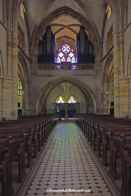 Die 1908 vergrößerte und geteilte Orgel