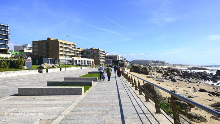 Bei schönem Wetter ist die Promenade an Wochenenden gerammelt voll.
