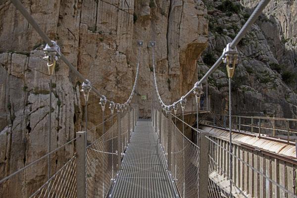 Hängebrücke 35 Meter lang  in einer Höhe von 105m