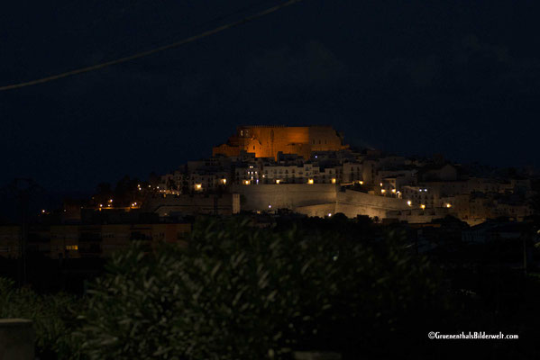 Peniscola; Blick zur Altstadt bei Nacht