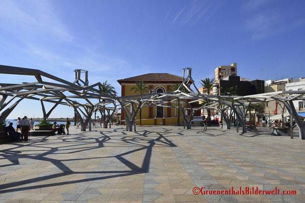 Vinaroz; Kunst auf der Promenade