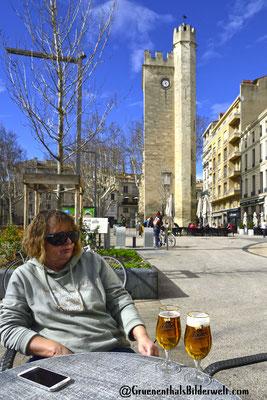Kleine Pause am Tour Saint Jean bei der Markthalle