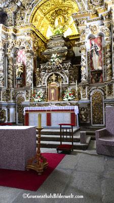 Prunkvoller Altar der Burgkirche.