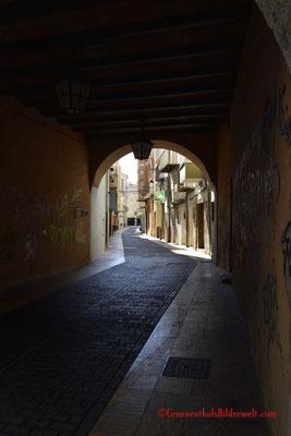 Vinaroz; In der Altstadt gibt es einige dieser Durchgänge.