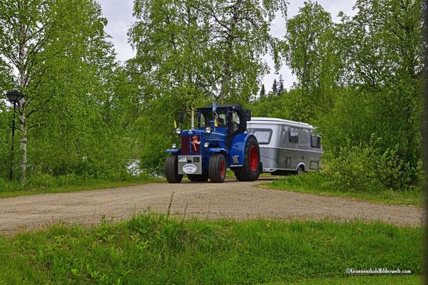 Mit dem Traktor zum Nordkap; Traktortempo heißt zeitig aufbrechen.