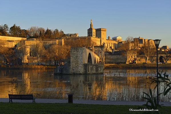 Pont Saint-Bénézet, Pont d'Avignon mit dem Papstpalast