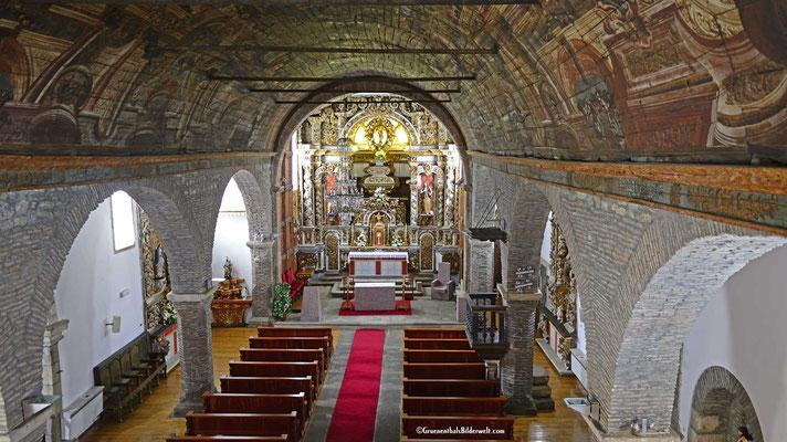 Das innere der Burgkirche.