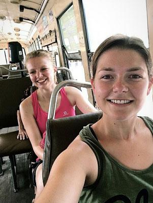 Busfahrt - Achtung gut festhalten