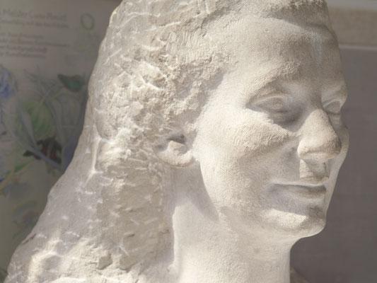 Büste Anna Amiet, Sandstein, 1918-1920