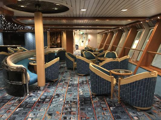 Auf dem Schiff gibt es zahlreiche Aufenthaltsmöglichkeiten...