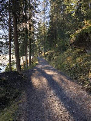 Wanderweg um den Caumasee