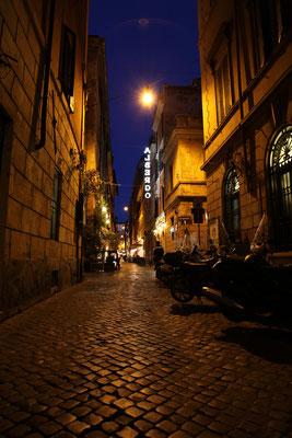 Rom's Gassen in der blauen Stunde