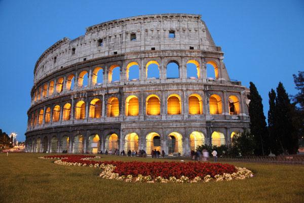 Kolosseum in Rom  in der blauen Stunde