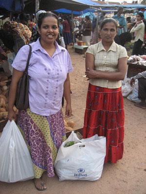 Auf dem Markt mit Lakamalie und Dilaka, der Hausangestellten