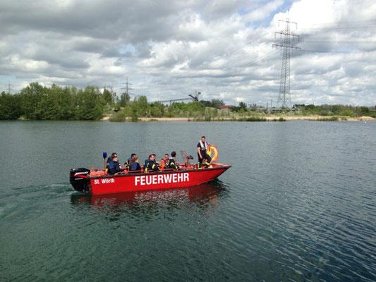 Zur Ausbildung gehört auch das Erkunden von fremden Gewässern (z.B. Baggersee) und das Schleusen.