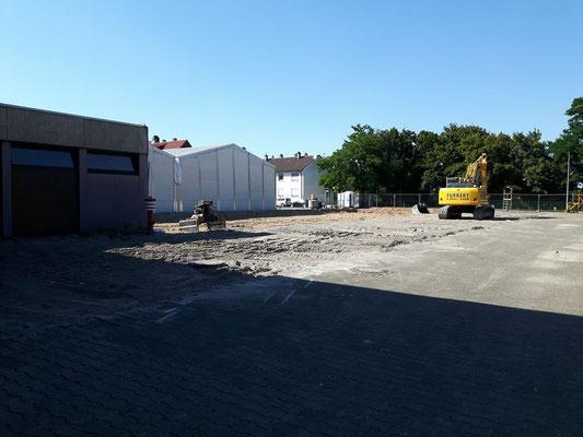 Die ungefähre Grundfläche des Neubaus lässt sich nun erahnen.