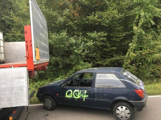 Ein weiteres Fahrzeug wurde als Übungsobjekt bereitgestellt.