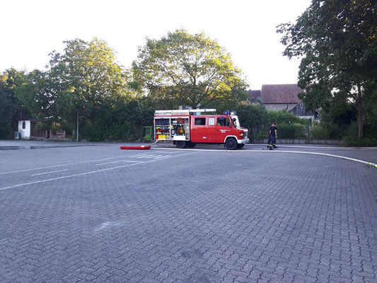 Das Löschgruppenfahrzeug (LF 8/6) aus Büchelberg kurz nach der Übung