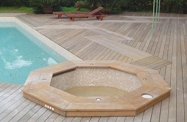 entourage piscine et plancher jardin