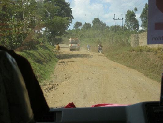 """""""Straßen"""" in Uganda"""