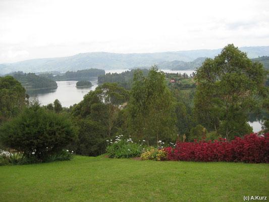 Sicht auf den Bunyonyi See - View on Lake Bunyonyi