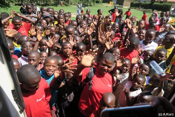 Wir werden von 400 Kindern erwartet - we are expected by 400 kids