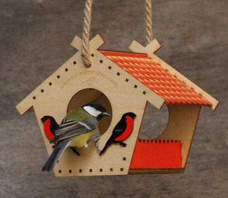 Удобная кормушка для мелких птиц