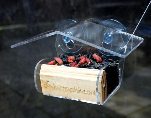 Оконная кормушка Арт Домик от Арт Кормушки с кормом