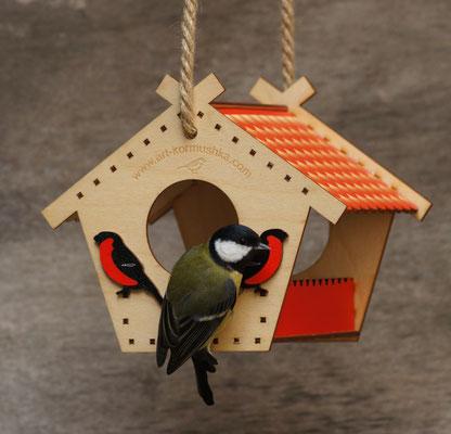 Красивым птицам - красивая кормушка!