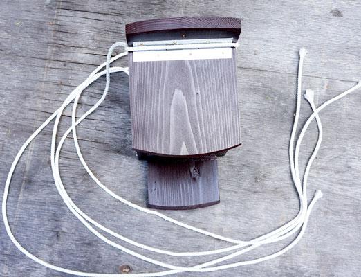 Арт белка - снабжена не гниющими синтетическими верёвками для подвеса.