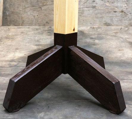 Уникальное мощное основание деревянного столба кормушки - обновлённая версия.