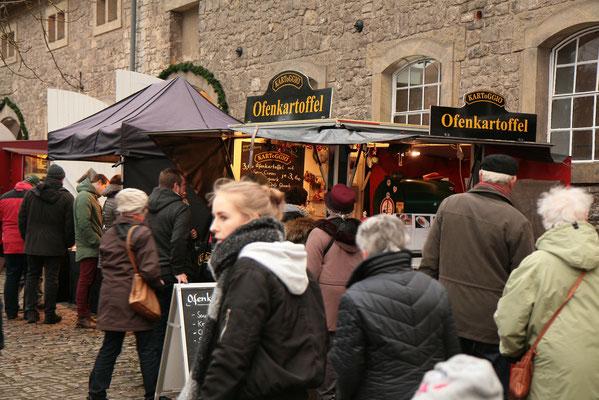 Schloss Oelber Christkindlmarkt - die Vorfreude auf Weihnachten lauert in jedem Winkel