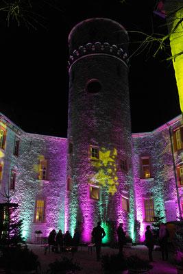 stimmungsvolle Illumination Schloss Oelber, Christkindlmarkt 2016