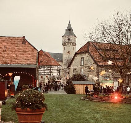 Schloss Oelber Christkindlmarkt -  auch bei Tageslicht ein Weihnachtstraum