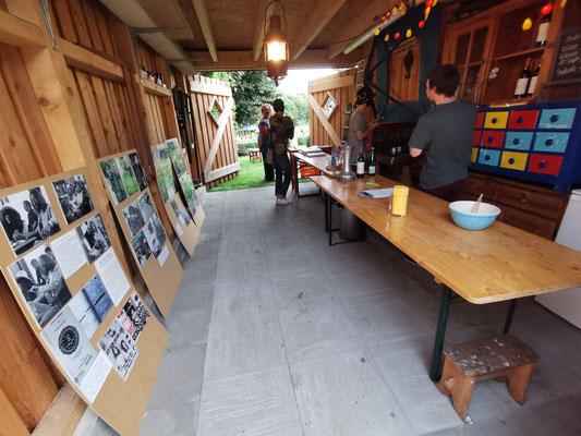 Bar mit John-Lennon-Ausstellung von Günter Zint - Foto: Günter Zint