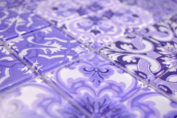 Mosaico effetto patchwork in vetro colore viola bianco