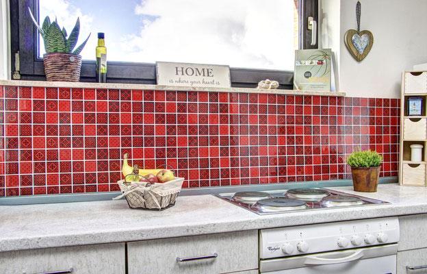 Mosaico effetto patchwork in vetro colore rosso nero
