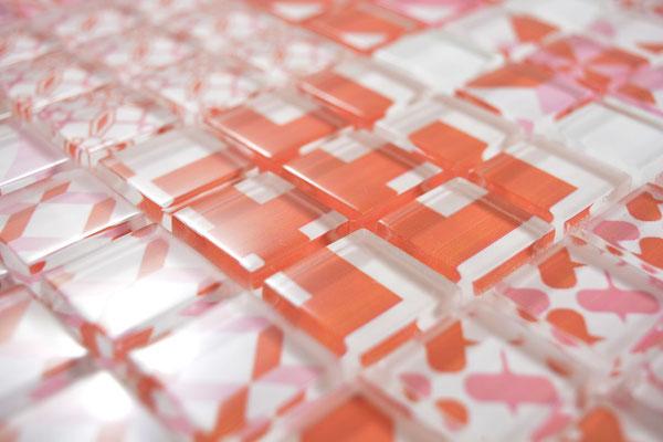 Mosaico effetto patchwork in vetro colore bianco rosso