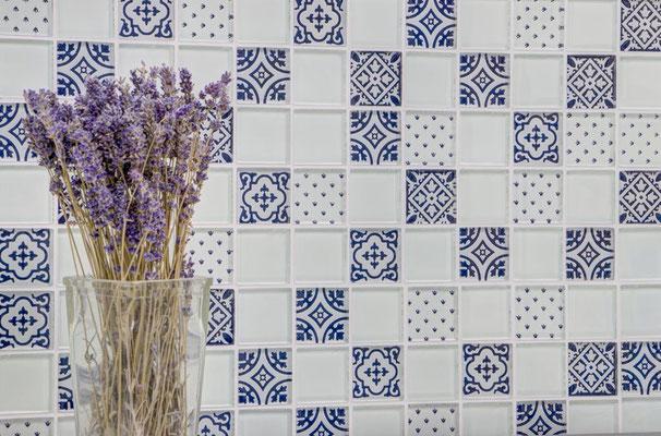 Mosaico effetto patchwork in vetro colore bianco nero