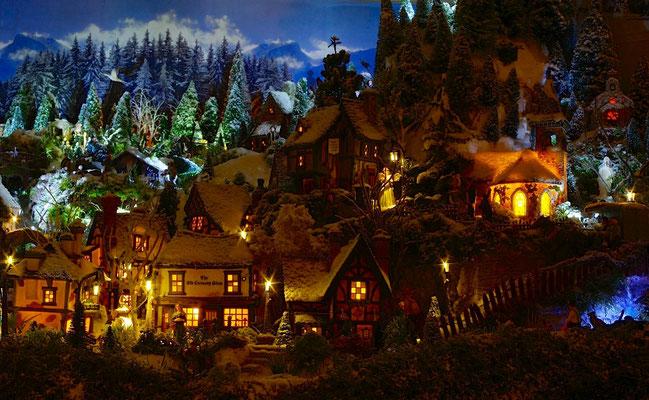 Village de Noël/Christmas Village 2014 de nuit: Le hameau des maisons