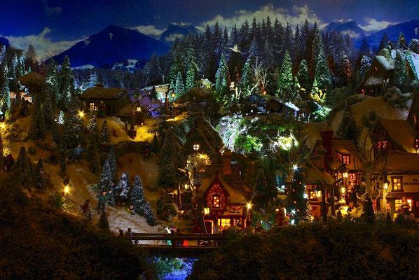 Village de Noël/Christmas Village 2014 de nuit: Vue du bas