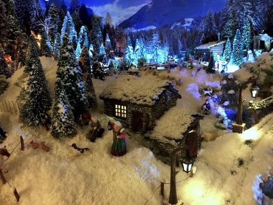 Village de Noël/Christmas Village 2014 de nuit: Le petit refuge dans les lumières