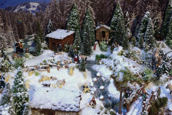Village Noël /Christmas Village 2014, les hauteurs:  Les cabanes du bord du lac
